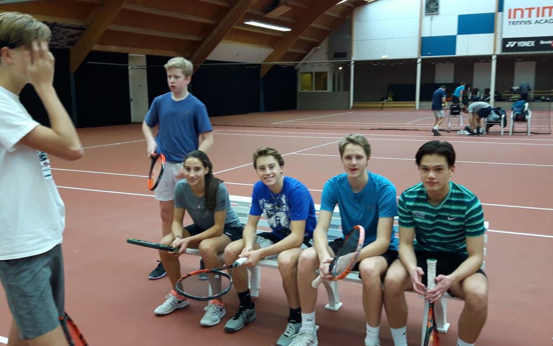 Concentratie tennis met filmopnames